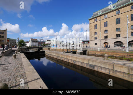 Over the canal to Central Station square, Gothenburg.  Trams pass - Stock Image