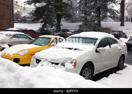 Suburban parking lot after a winter snow storm, Pelham, NY, USA - Stock Image