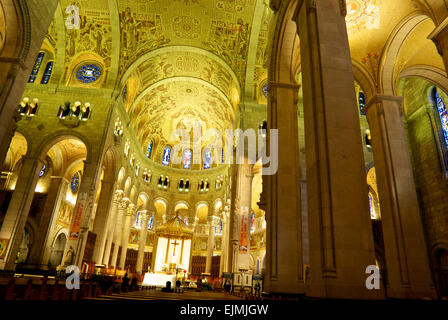 High ceiling Interior Ste Anne de Beaupre Basilica - Stock Image
