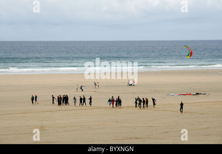 Surfers and Kite Fliers on the Beach at Perranporth, North Cornwall Coast, Britain, UK. - Stock Image