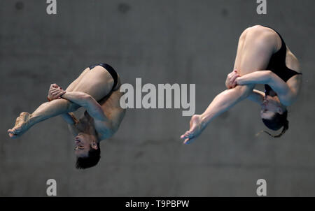 Great Britain's Thomas Daley and Grace Reid in the Mixed 3m Springboard Final during day three of the Diving World Series at London Aquatics Centre, London. - Stock Image