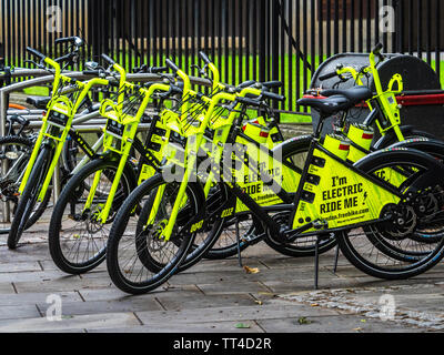 Freebike bikes London - freebike electric hire bikes in the City of London. Freebike launched Jun 2019 - first 10 mins free then 1p per minute charge. - Stock Image