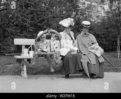 Women in Helsinki, 1906 - Stock Image