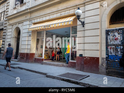 Waiting for a toy shop to open on Obispo shopping street in the centre of Havana, capital of Cuba - Stock Image