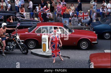 Street scene during Princess Diana and Prince Charles wedding celebration - Stock Image
