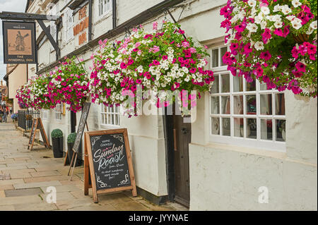 The Windmill public house with colourful hanging baskets in Stratford upon Avon - Stock Image