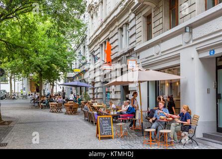 Cafes on Spitalgasse in the historic Niederdorf district, Zurich, Switzerland - Stock Image