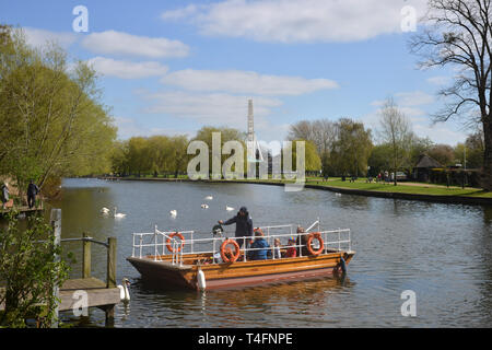 Passenger ferry operated by chains which crosses the River von in Stratford upon Avon, Warwickshire - Stock Image
