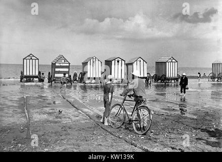 The beach at Rhyl in North Wales, Uk 1905 - Stock Image