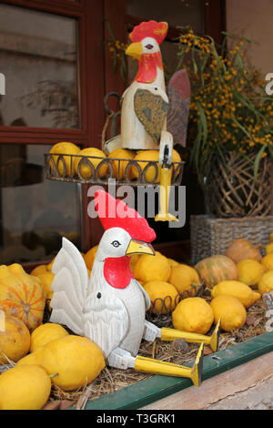 Decorative Chickens and Lemons in the Window of Sa Botiga Restaurant, Santanyi, Mallorca - Stock Image