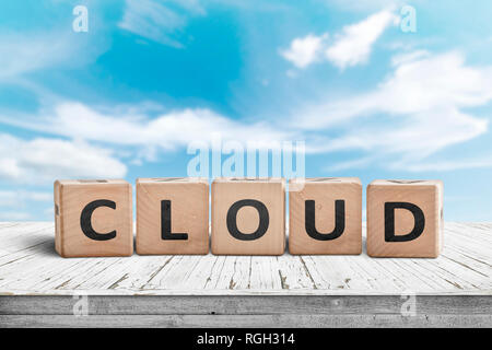Cloud computing sign on a table with white clouds in the background - Stock Image