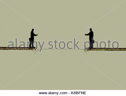Two businessmen trying to shake hands across gap in fraying rope - Stock Image