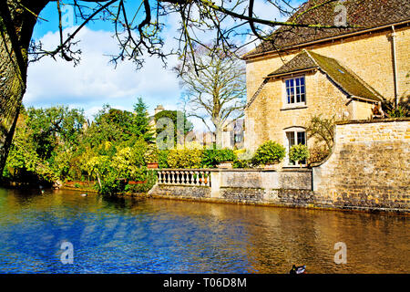 Bourton on the water, Cotswolds, River Windrush, Gloucestershire, England - Stock Image
