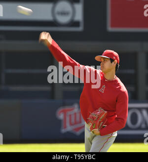Los Angeles Angels designated hitter Shohei Ohtani plays catch before the Major League Baseball game against the Minnesota Twins at Target Field in Minneapolis, Minnesota, United States, May 15, 2019. Credit: AFLO/Alamy Live News - Stock Image
