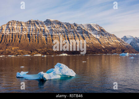 Greenland. Scoresby Sund. Icebergs and deeply eroded mountains. - Stock Image