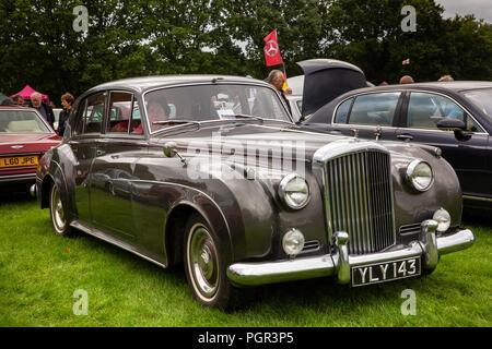 UK, England, Cheshire, Stockport, Woodsmoor Car Show, classic 1960 Bentley S2 saloon car on display - Stock Image