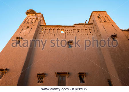 Morocco, Sous-Massa (Sous-Massa-Draa), Ouarzazate Province. Traditional mud Kasbah building in the Ksar of Ait Ben - Stock Image