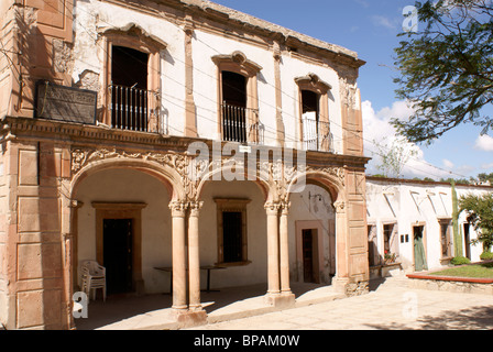 Building in the 19th century mining town of Mineral de Pozos, Guanajuato state, Mexico - Stock Image
