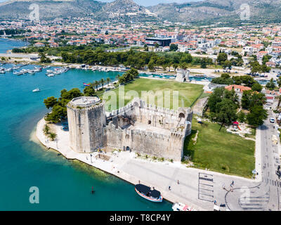 Stone Kamerlengo Castle, medieval city walls and yachts marina. Aerial view of touristic old Trogir, historic town on a small island and harbour on th - Stock Image