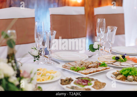 Food and place setting during wedding - Stock Image