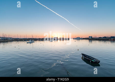 Penzance, Cornwall, UK. 27th Mar, 2019. UK Weather. Feeling cooler than yesterday, but still a glorious sunrise at Penzance harbour, and soon warming up once the sun came out. Credit: Simon Maycock/Alamy Live News - Stock Image