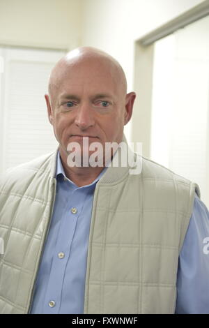 Garden City, New York, USA. 17th April 2016. MARK KELLY, former NASA astronaut, speaks about the importance of GOTV, - Stock Image
