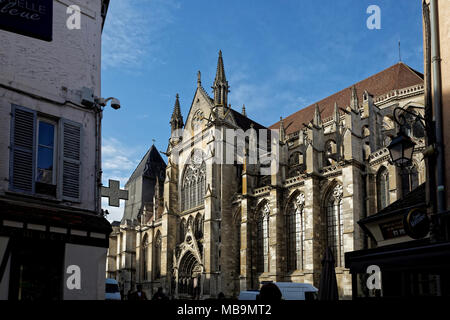 Cathedrale Saint-Etienne, Meaux (Meaux Cathedral), Meaux, Seine-et-Marne, Île-de-France, near Paris, seen from Rue de General Lelerc - Stock Image