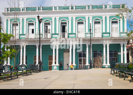 Cuba Sancti Spiritus main plaza square park city center Parque Serafin Sanchez street road scene - Stock Image