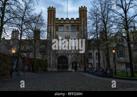 The main entrance of Trinity college in Cambridge (England) - Stock Image