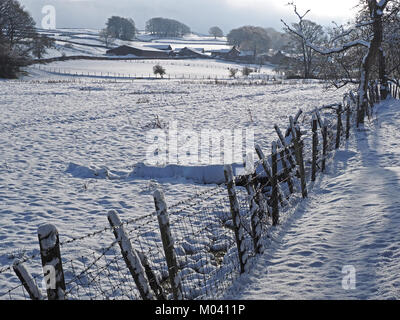 Crosby Ravensworth, Eden Valley, Cumbria, UK. 18th January, 2018. snow covers the fields and fences in the Eden - Stock Image