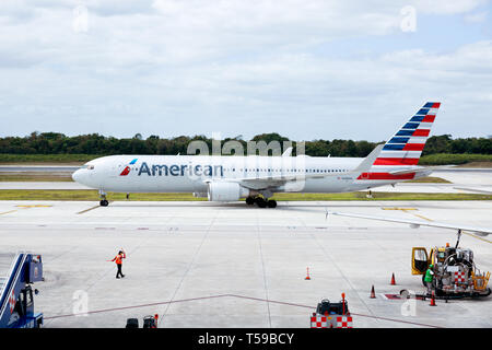 American Airlines plane on the tarmac at Cancun Airport, Cancun, Mexico - Stock Image