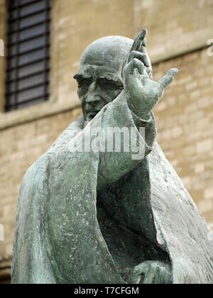 Statue of St. Richard at Chichester Cathedral, West Sussex, England, UK - Stock Image