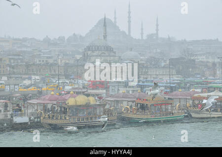 View of the Eminönü seafront on the Golden Horn, from Galata bridge.  In the far distance is Suleymaniye - Stock Image