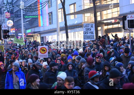 Vienna, Austria. 13th Jan, 2018. more than 20.000 protesters marching in Vienna's main shopping street during - Stock Image