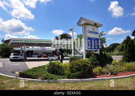 CT USA The Cumberland Farms gas station and convenience store on the corner of Cherry Street and the Boston Post - Stock Image