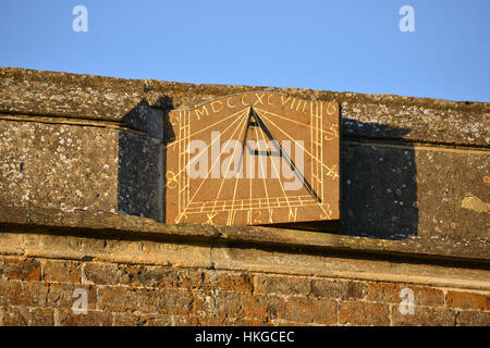 Sundial on St Peter's Church in the north Oxfordshire village of Hook Norton - Stock Image