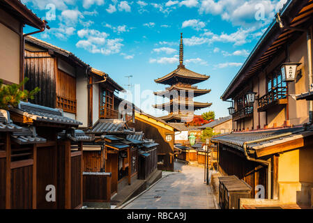Higashiyama district (old town) and Yasaka Pagoda in Hokanji temple, Kyoto, Kansai region, Japan. - Stock Image