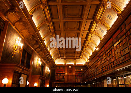 The Reading Room (library) at Château de Chantilly, Oise, France - Stock Image