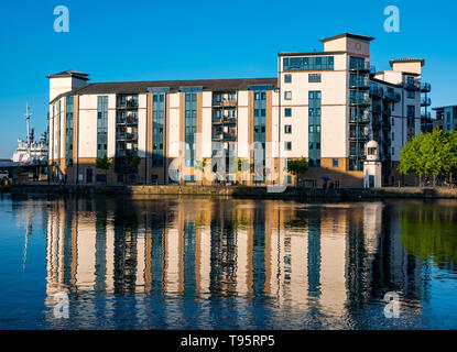 Leith Docks, Edinburgh, Scotland, United Kingdom, 16th May 2019. UK Weather: A glorious sunny day comes to an end over the harbour area in Leith with buildings on The Shore lit up by the last rays of the sun reflected in the Water of Leith river. Credit: Sally Anderson/Alamy Live News - Stock Image