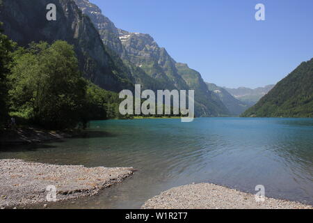 Clear turquoise water of Lake Kloental and surrounding mountains, Switzerland. - Stock Image