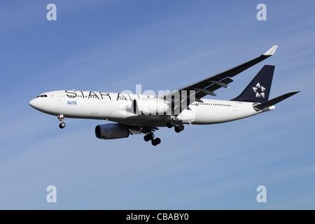 Star Alliance BMI British Midland Airbus A330-243 G-WWBM on approach to Heathrow - Stock Image