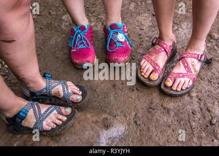 Hawaii, Kauai, Napali, Napali Coast State Park, girl's muddy feet - Stock Image