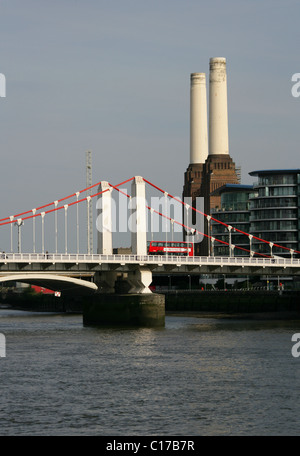 Chelsea Bridge and Battersea Power Station from Chelsea Embankment, River Thames, London, UK. - Stock Image