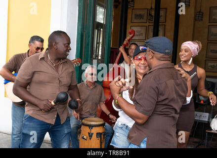 Muscians play and people dance during the day in a bar in the Old Town, Havana, Cuba, Caribbean - Stock Image