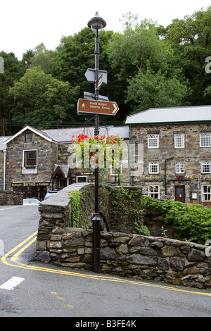 The Colwyn River Bridge and Village at Beddgelert, Snowdonia National Park, Gwynedd, North Wales - Stock Image