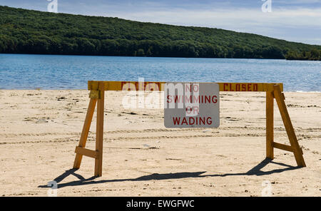 No swimming no wading sign at lake - Stock Image