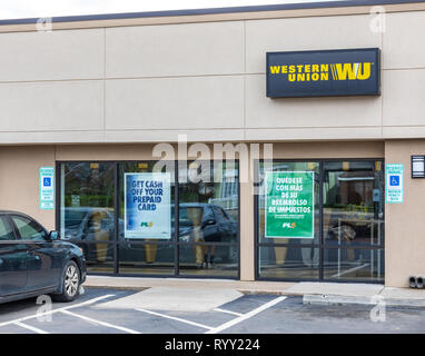 GASTONIA, NC, USA-3/14/19: A Western Union Office, horizontal view. People visible inside. - Stock Image