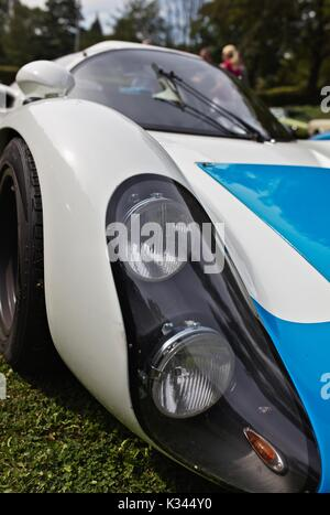 Porsche 910/8 Coupé, Carrera 10, at historic car show - Stock Image