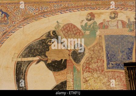 Elephant carrying dignitaries. Wall paintings on an old haveli, Mandawa, Shekawati region, Rajasthan India - Stock Image