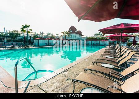 Sunny day view of the swimming pool at the historic Hotel del Coronado resort in Coronado in California. - Stock Image